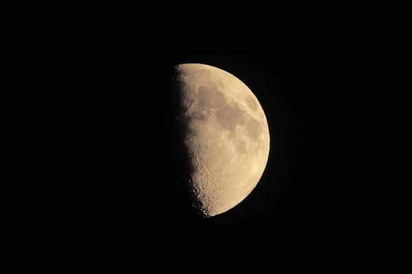 bwr-moon-v1_80i7642