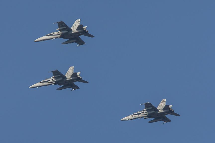fa-18-hornets-v1-bwr_80i7358