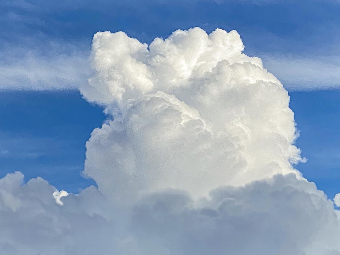 Clouds ip11_Pro_6mm_318percent Digital zoom