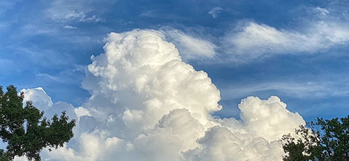 Clouds_iP_11_Pro_52mm_2x digital zoom_16x9_